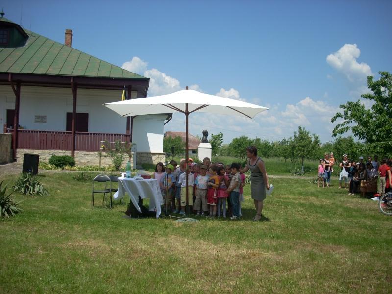 """""""ACASĂ LA FAMILIA NEGRUZZI""""- Muzeul """"C. Negruzzi"""" din Hermeziu, comuna Trifeşti-duminica 22 mai 2011 Hermez61"""