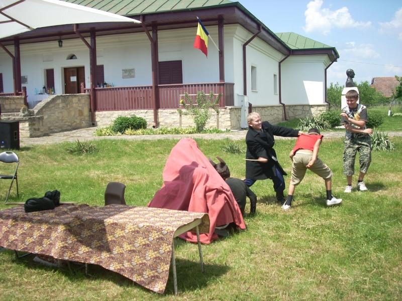 """""""ACASĂ LA FAMILIA NEGRUZZI""""- Muzeul """"C. Negruzzi"""" din Hermeziu, comuna Trifeşti-duminica 22 mai 2011 Hermez64"""