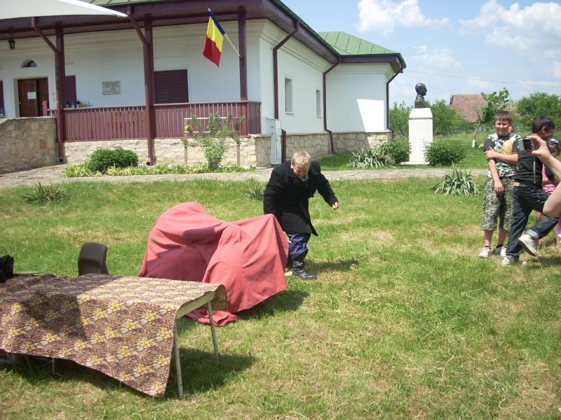 """""""ACASĂ LA FAMILIA NEGRUZZI""""- Muzeul """"C. Negruzzi"""" din Hermeziu, comuna Trifeşti-duminica 22 mai 2011 Hermez65"""