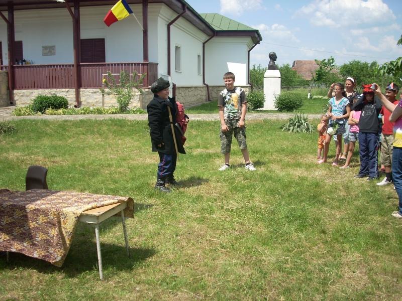 """""""ACASĂ LA FAMILIA NEGRUZZI""""- Muzeul """"C. Negruzzi"""" din Hermeziu, comuna Trifeşti-duminica 22 mai 2011 Hermez68"""