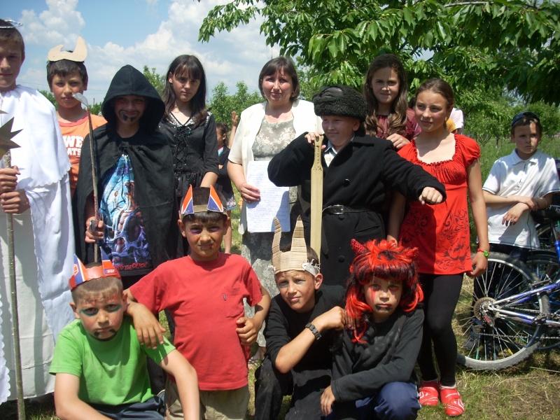 """""""ACASĂ LA FAMILIA NEGRUZZI""""- Muzeul """"C. Negruzzi"""" din Hermeziu, comuna Trifeşti-duminica 22 mai 2011 Hermez72"""