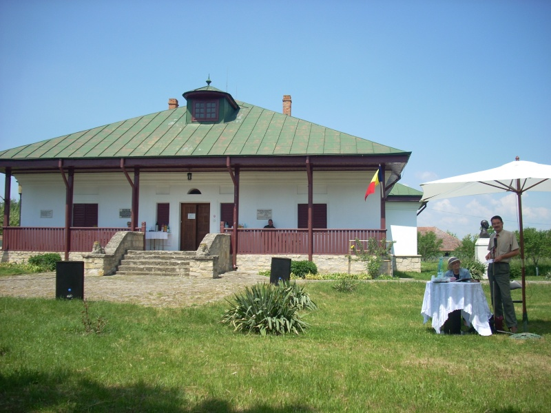 """""""ACASĂ LA FAMILIA NEGRUZZI""""- Muzeul """"C. Negruzzi"""" din Hermeziu, comuna Trifeşti-duminica 22 mai 2011 Hermez95"""