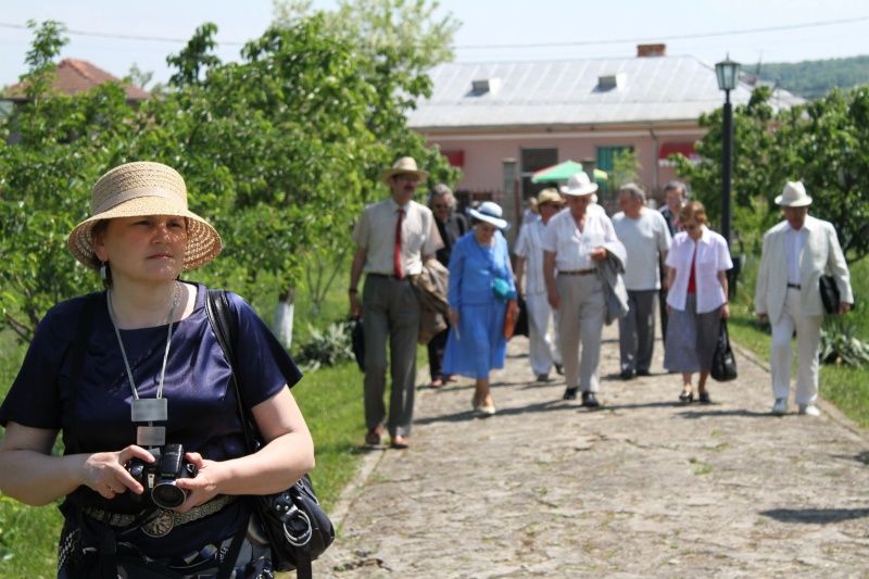 """ACASĂ LA FAMILIA NEGRUZZI""- Muzeul ""C. Negruzzi"" din Hermeziu, comuna Trifeşti-duminica 22 mai 2011 Img_2011"