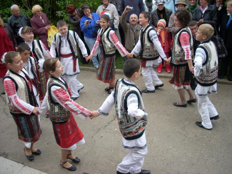 """""""Sărbătoarea liliacului"""", ediţia a XX-a- 7 mai 2011 Sadov109"""