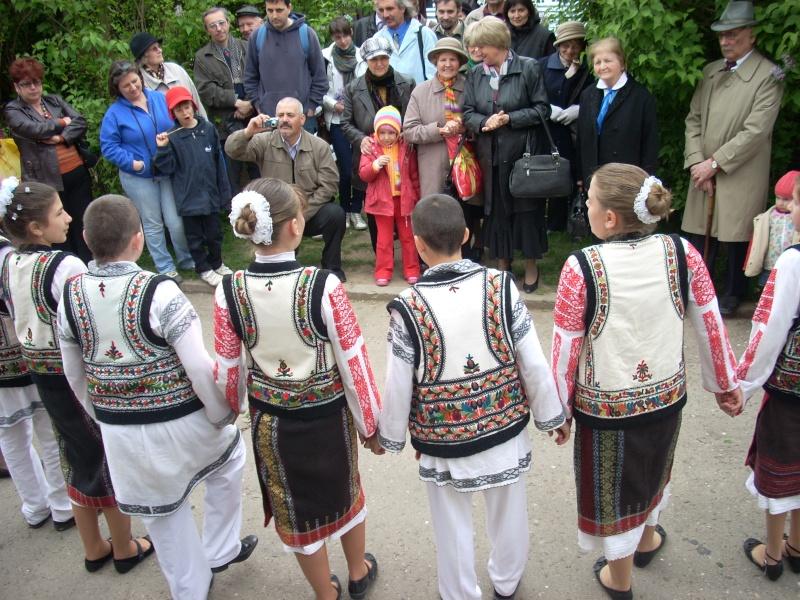 """""""Sărbătoarea liliacului"""", ediţia a XX-a- 7 mai 2011 Sadov112"""
