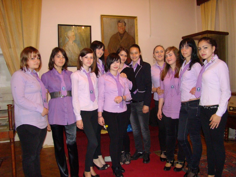 14 mai 2011-sedinta a XIII-a a Cenaclului U.P.-Lansare de carte-Elena Olariu Sedint31