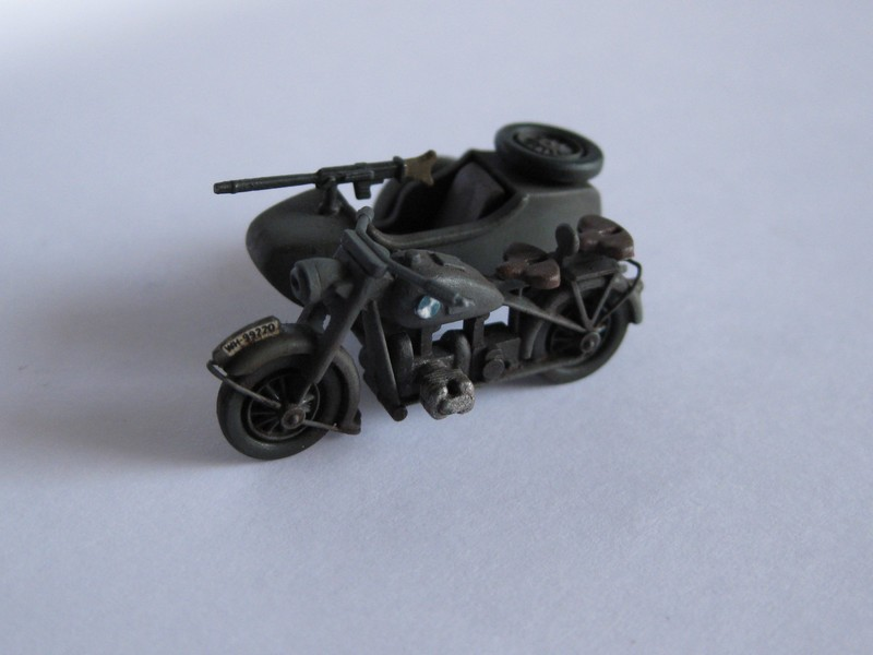 BMW R-75 Side-car [Hasegawa ; 1/72]: une petite chose. Photo205