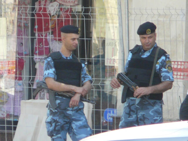 Israeli Army and Palestinian Police at Cospicua P1050913