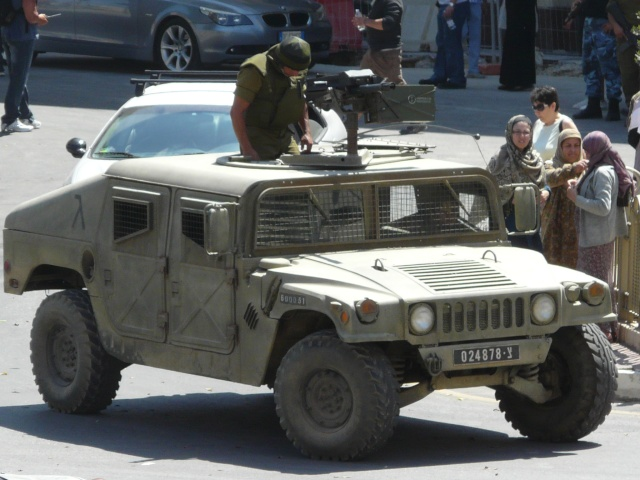 Israeli Army and Palestinian Police at Cospicua P1050917