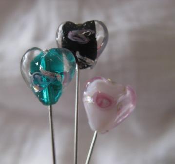 a little bit fANTsy - plain (but cute) pins Heart_10
