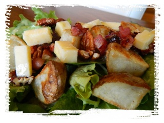 Salade de mesclun à la pancetta, fromage et pacanes Dscn0316