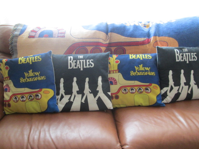 VARIOUS BEATLES ITEMS Img_0013