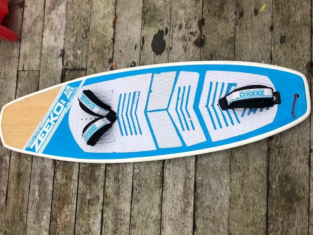 Planche kitefoil Zeeko airrace avec straps et visseries Img_4510