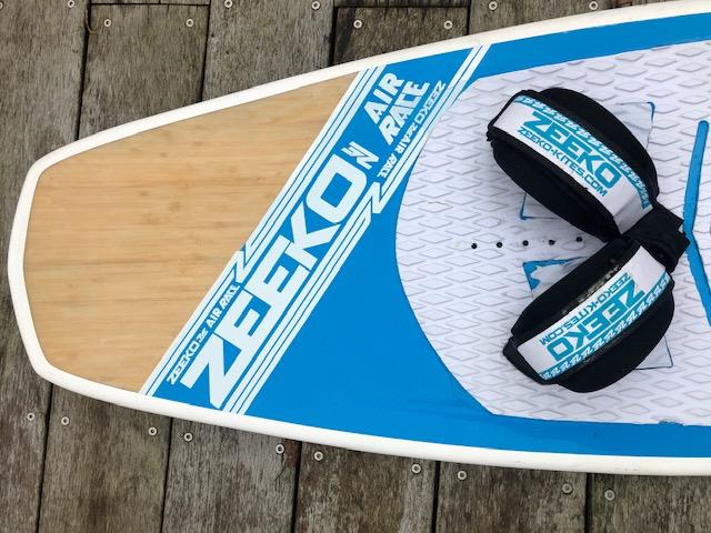 Planche kitefoil Zeeko airrace avec straps et visseries Img_4511