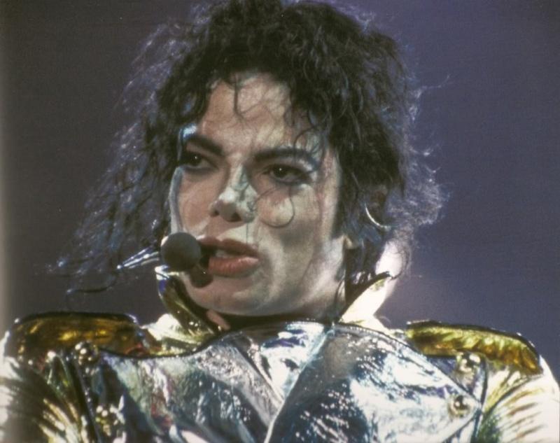 Immagini MJ con il costume Gold Outfit 00021010