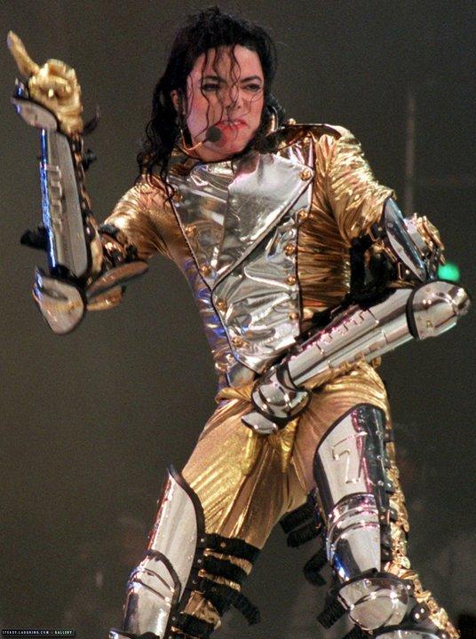 Immagini MJ con il costume Gold Outfit 15410210