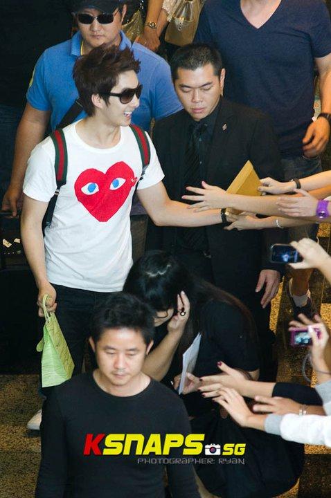 [news] Kim Hyung Jun's arrival at Singapore Changi Airport (16/06/11) Cga110
