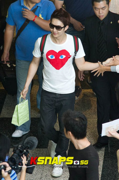 [news] Kim Hyung Jun's arrival at Singapore Changi Airport (16/06/11) Cga310