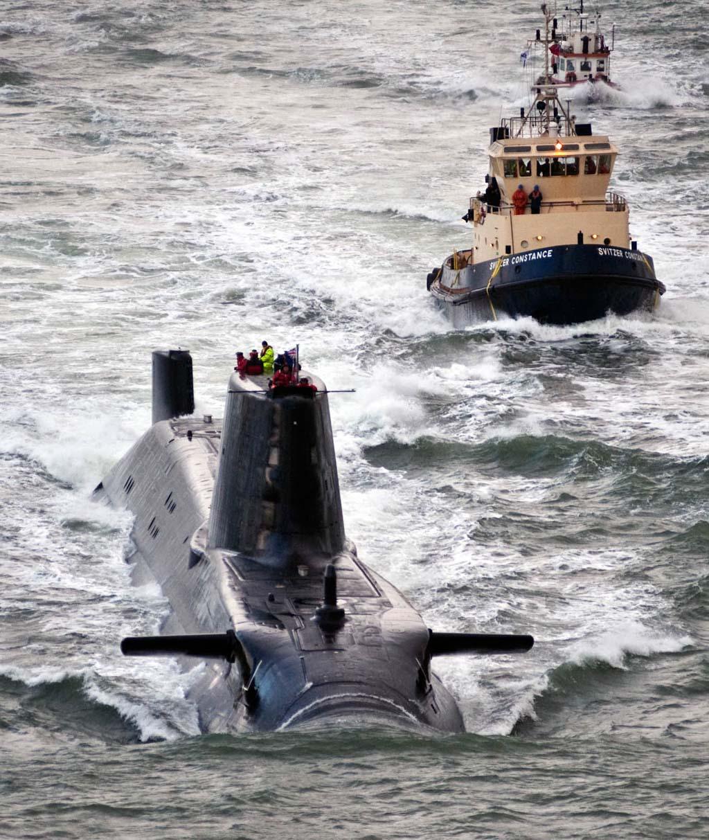 Sous-marin d'attaque HMS ASTUTE Img_5510