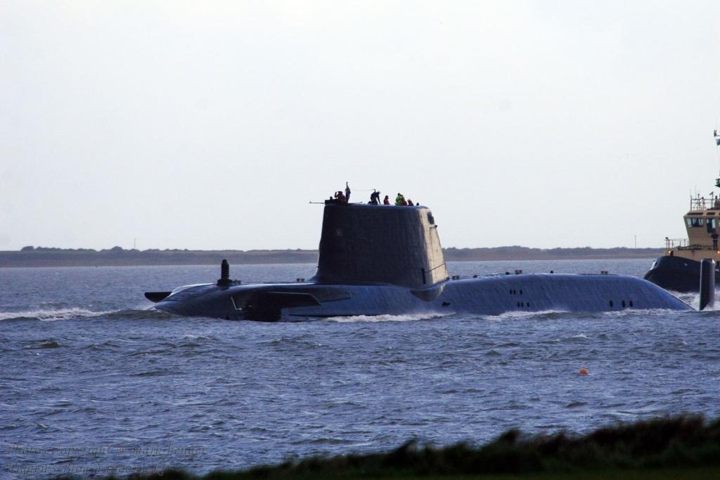 Sous-marin d'attaque HMS ASTUTE Img_5512