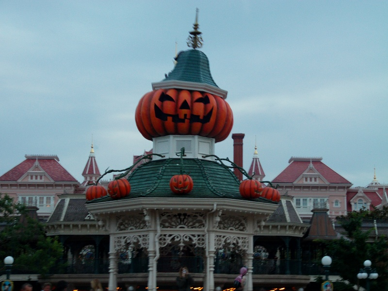 Are you ready for Halloween at Disneyland Paris Hallow10