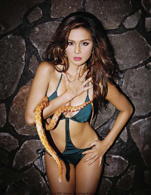 """Chân dài Philippine mặc bikini """"vui đùa"""" cùng trăn, rắn 12868518"""