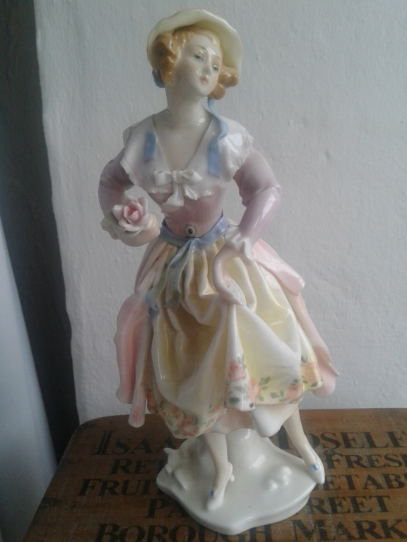 Karl Ens, Lady porcelain figurine  20191111