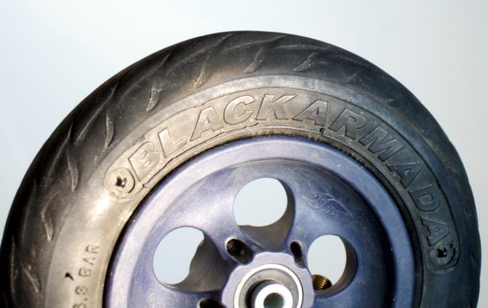 """Blackarmada Reifen - Verformungen sind """"üblich"""" und selten bedenklich Blacka11"""