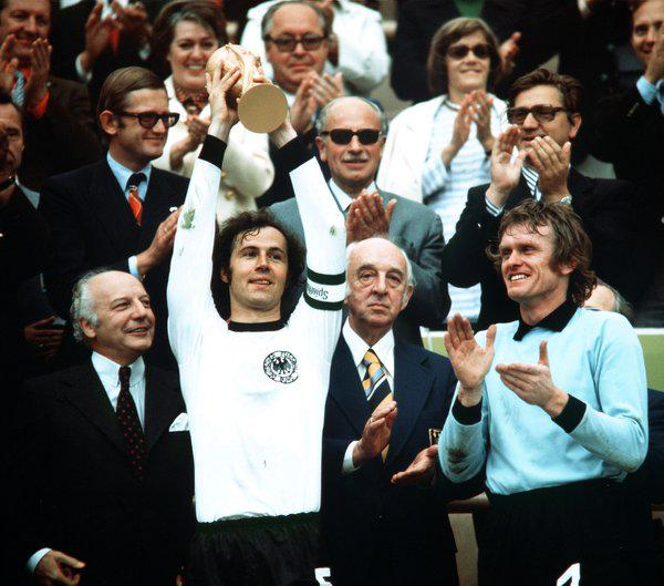 [Staff] Franz Beckenbauer  - Page 8 1a2010