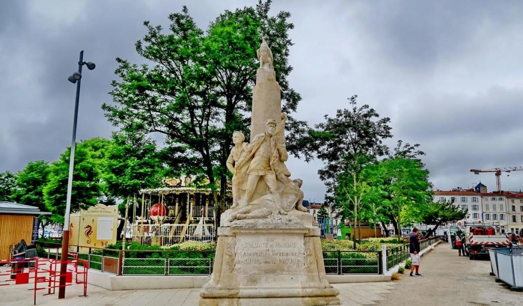 [ Histoires et histoire ] Monuments aux morts originaux Français Tome 2 - Page 8 1er_so52