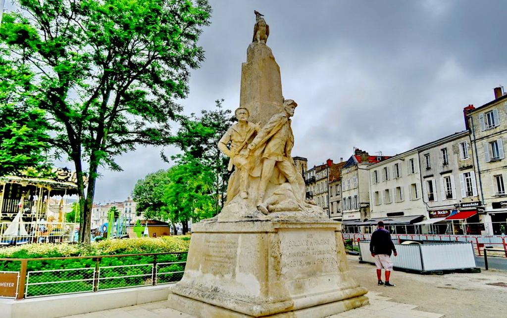 [ Histoires et histoire ] Monuments aux morts originaux Français Tome 2 - Page 8 1er_so53