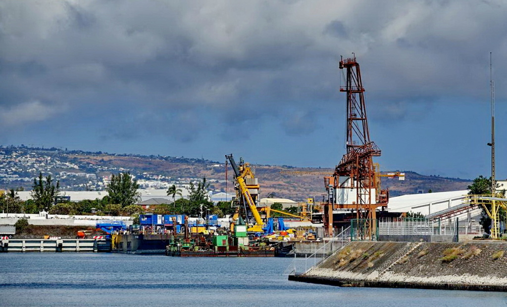 [Vie des ports] Les ports de la Réunion - Page 13 Dos_d100