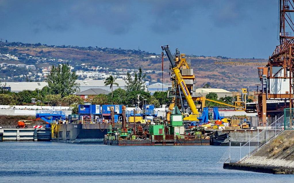 [Vie des ports] Les ports de la Réunion - Page 13 Dos_d101