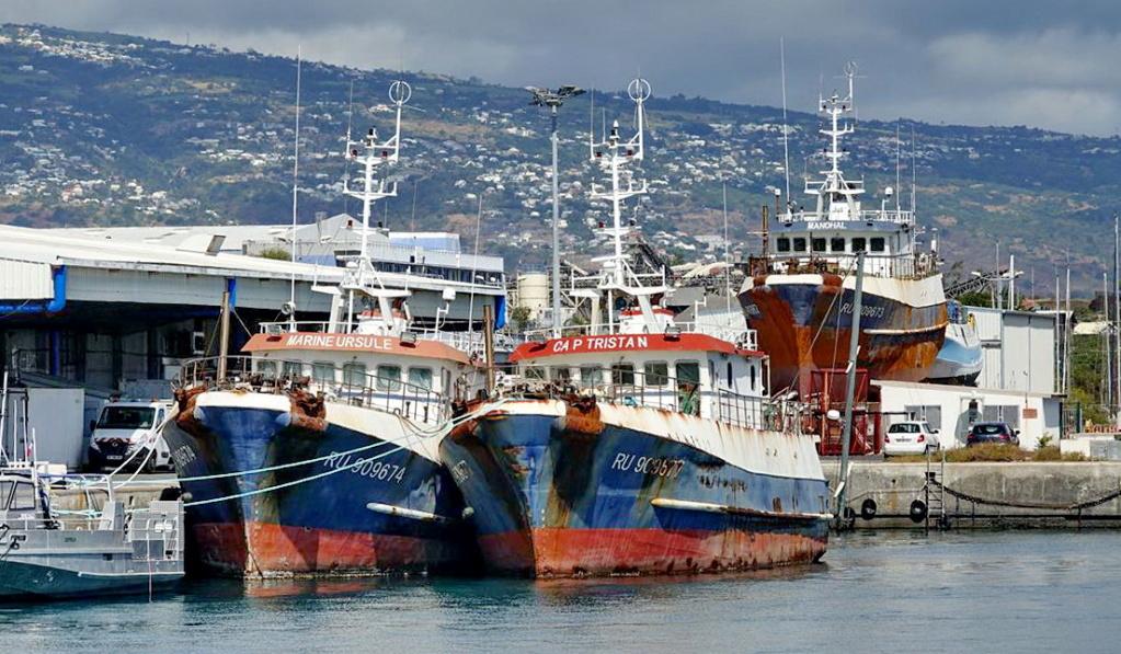 [Vie des ports] Les ports de la Réunion - Page 14 Dos_d217