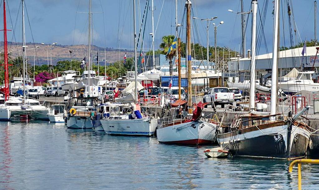 [Vie des ports] Les ports de la Réunion - Page 14 Dos_d219