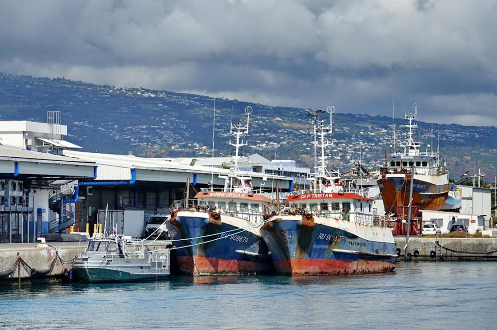 [Vie des ports] Les ports de la Réunion - Page 14 Dos_d226