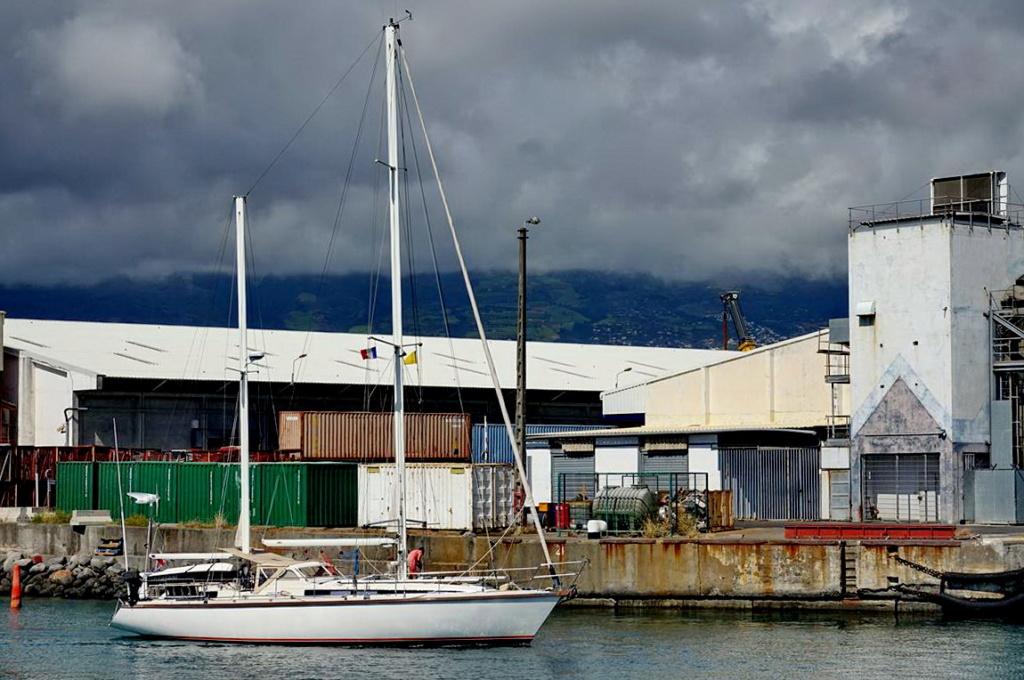 [Vie des ports] Les ports de la Réunion - Page 14 Dos_d228