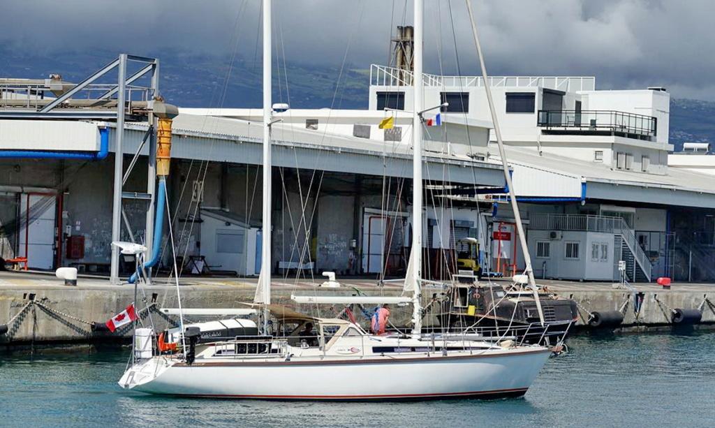 [Vie des ports] Les ports de la Réunion - Page 14 Dos_d230