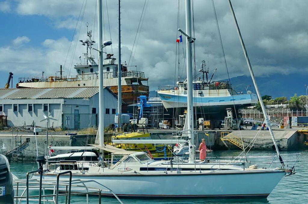 [Vie des ports] Les ports de la Réunion - Page 14 Dos_d235