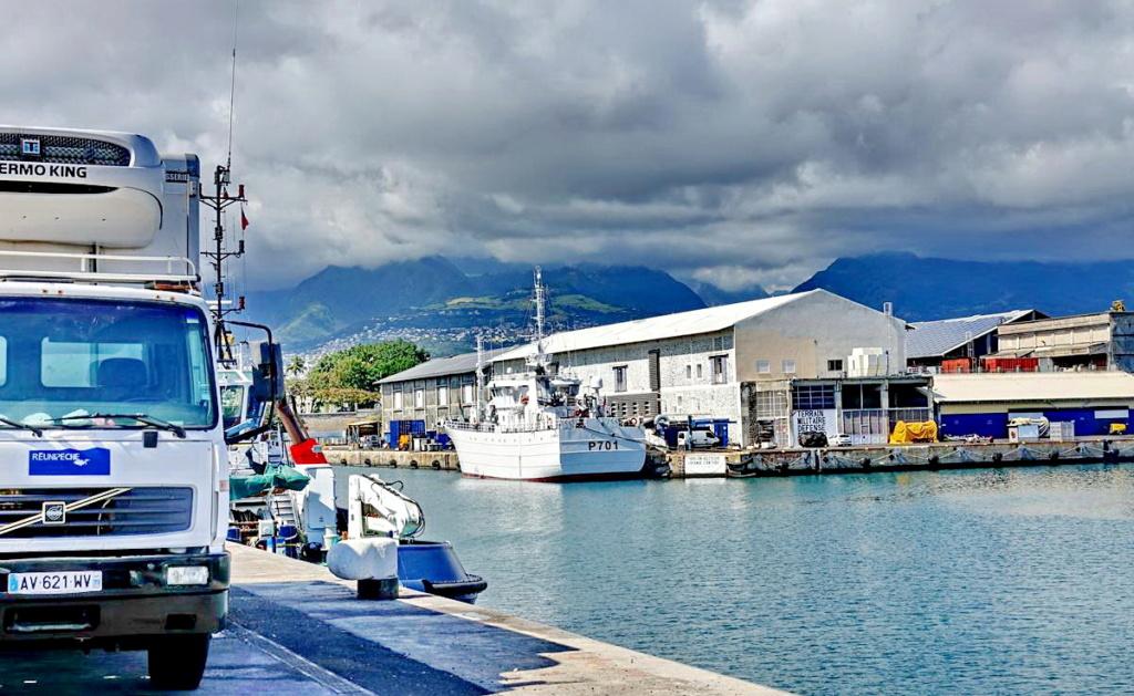 [Vie des ports] Les ports de la Réunion - Page 13 Dos_d_70