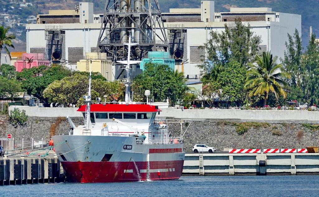 [Vie des ports] Les ports de la Réunion - Page 13 Dos_d_87