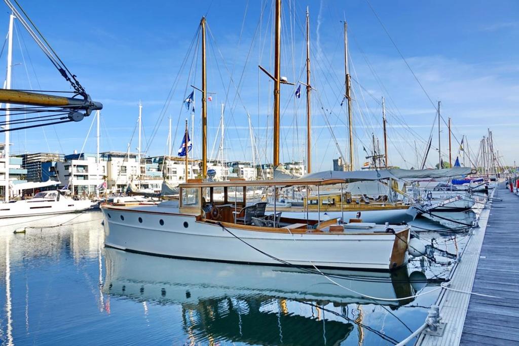 [Vie des Ports ] Port de La Rochelle  Ile_d107
