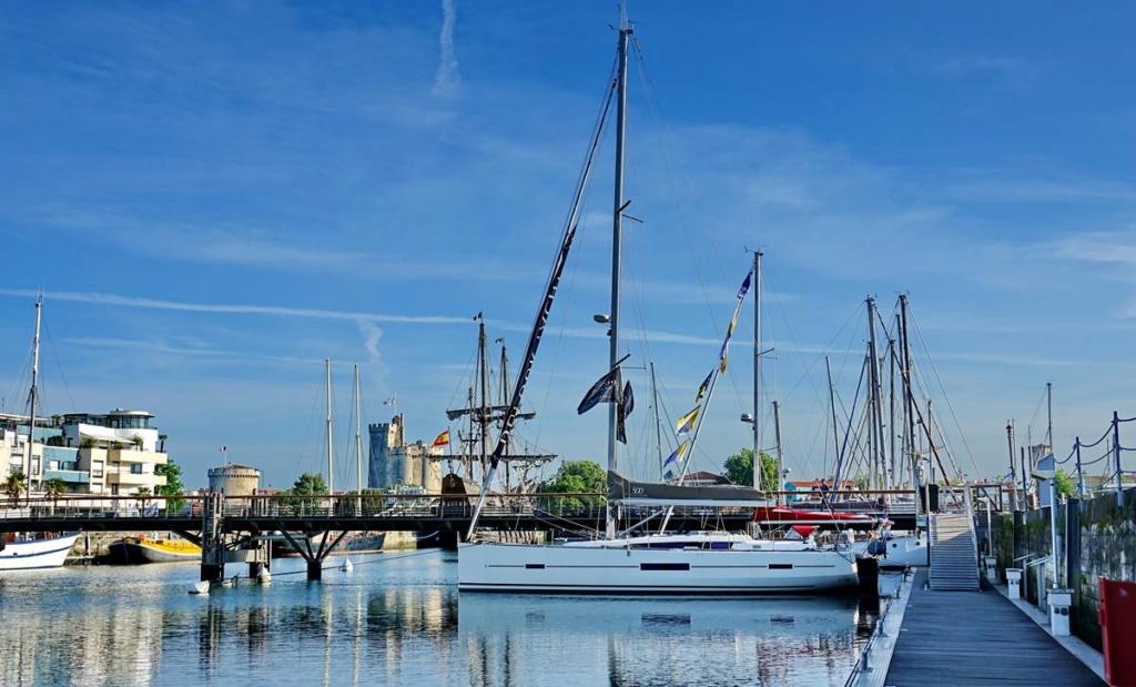 [Vie des Ports ] Port de La Rochelle  Ile_d112