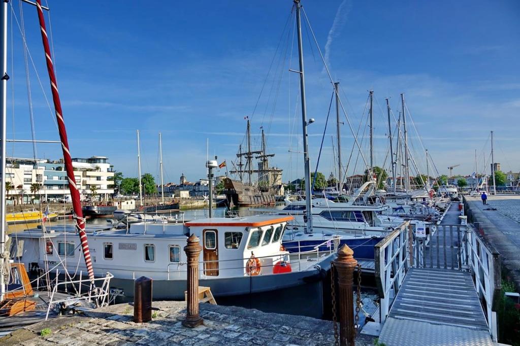 [Vie des Ports ] Port de La Rochelle  Ile_d115