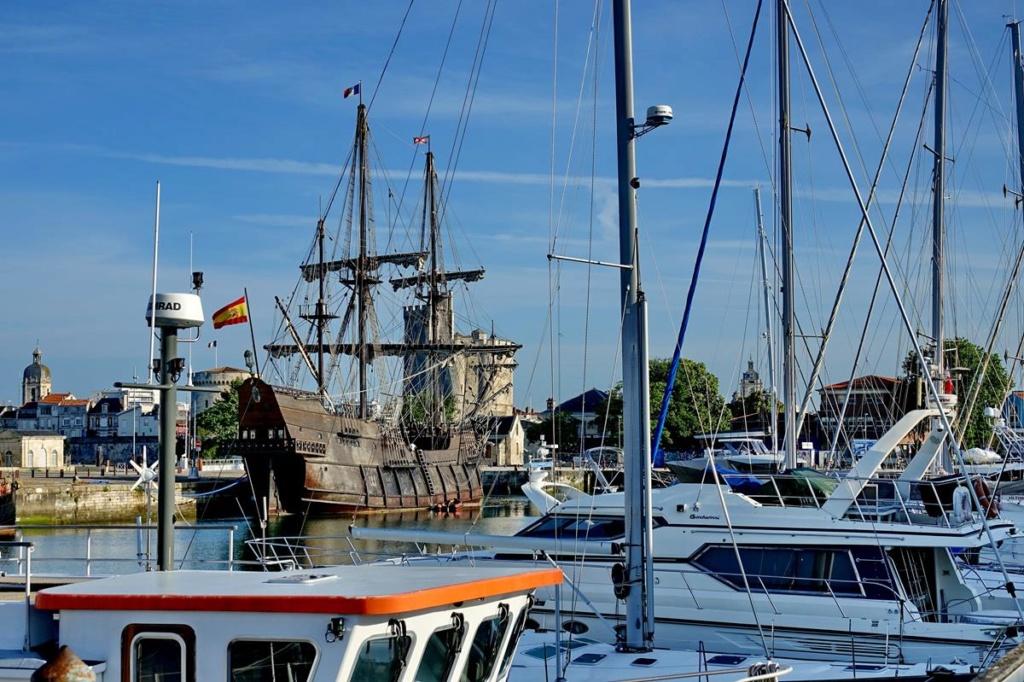[Vie des Ports ] Port de La Rochelle  Ile_d117