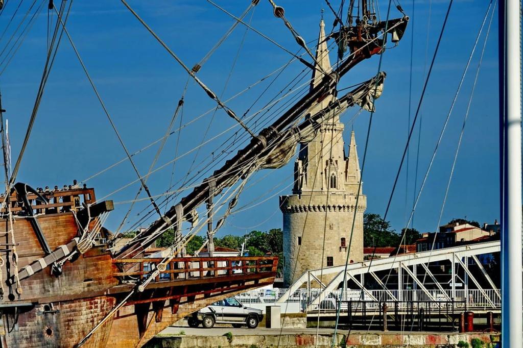 [Vie des Ports ] Port de La Rochelle  Ile_d126