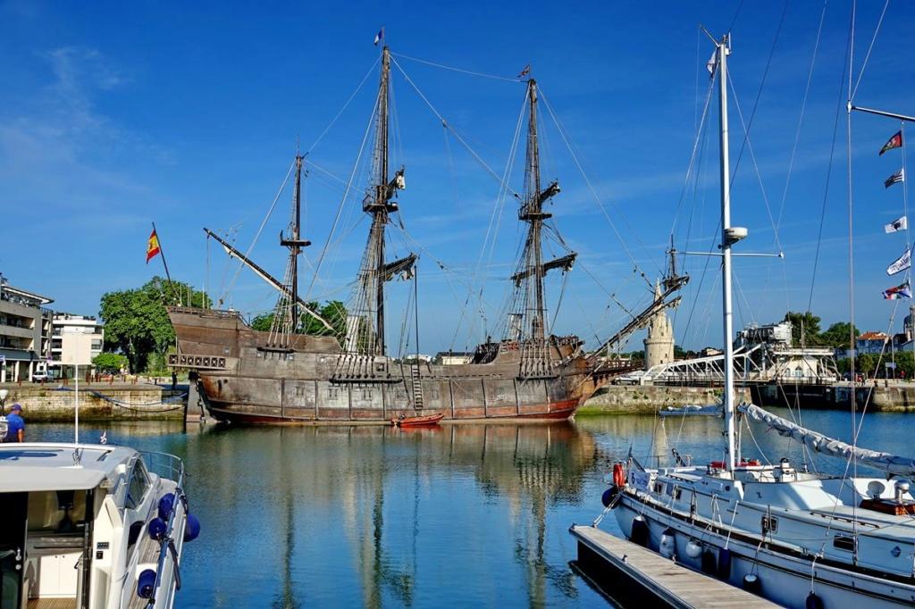 [Vie des Ports ] Port de La Rochelle  Ile_d147