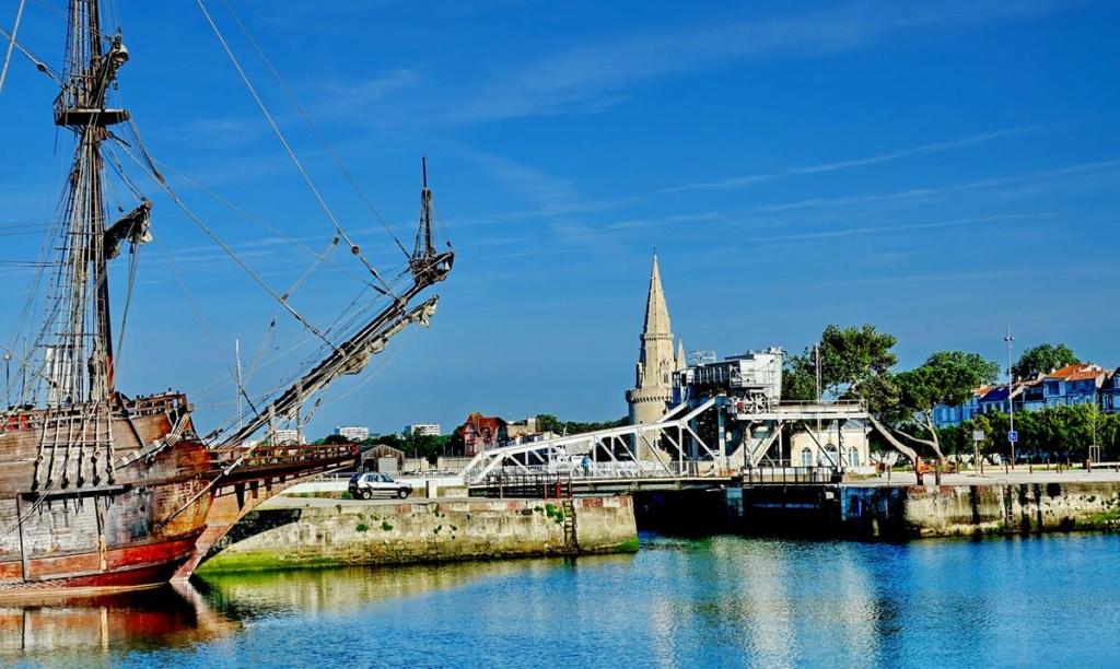 [Vie des Ports ] Port de La Rochelle  Ile_d151