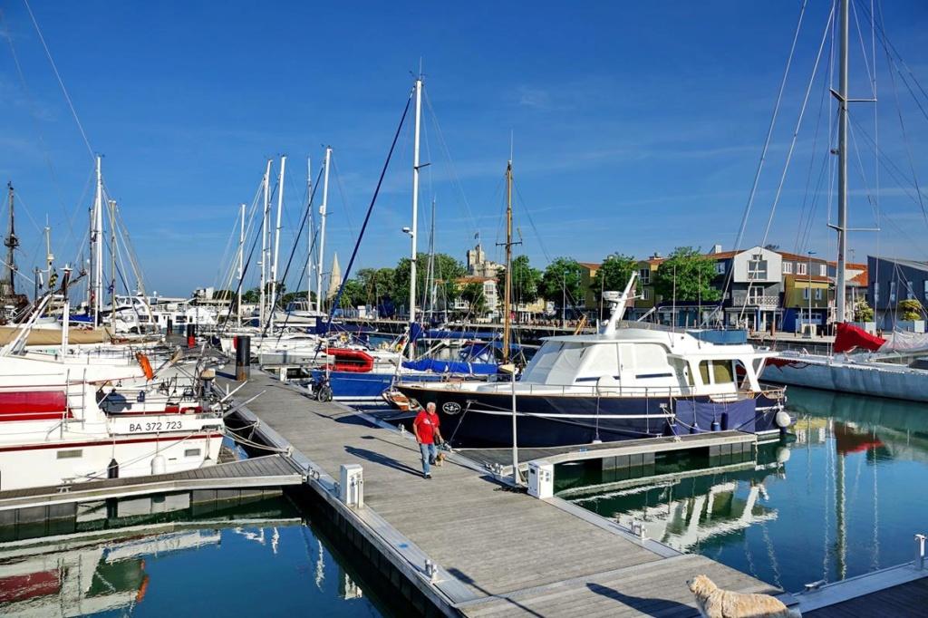 [Vie des Ports ] Port de La Rochelle  Ile_d156
