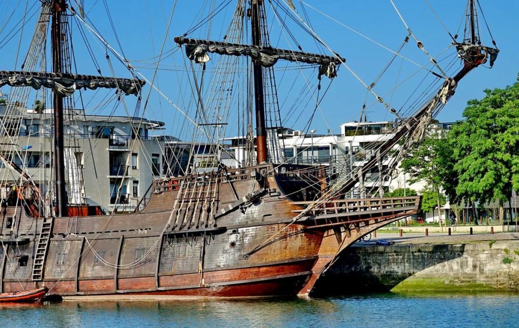 [Vie des Ports ] Port de La Rochelle  Ile_d174